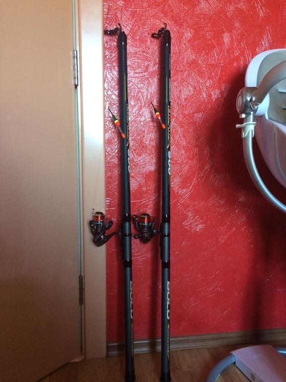 Нові палочки 5 метрів, дешеві але головне шо в воді а не над водою ;)