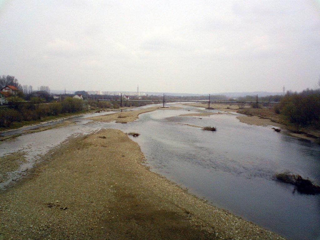 Через теплу та суху осінь ріки Прикарпаття міліють до своїх нових історичних мінімумів